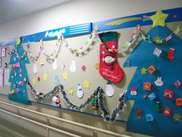 壁面飾り クリスマス 岐阜大学医学部附属病院小児病棟 廊下