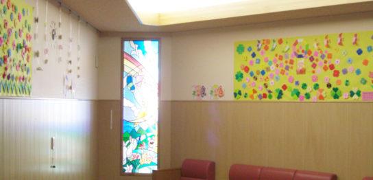 小児病棟2008春の壁面飾り「お花いっぱい」