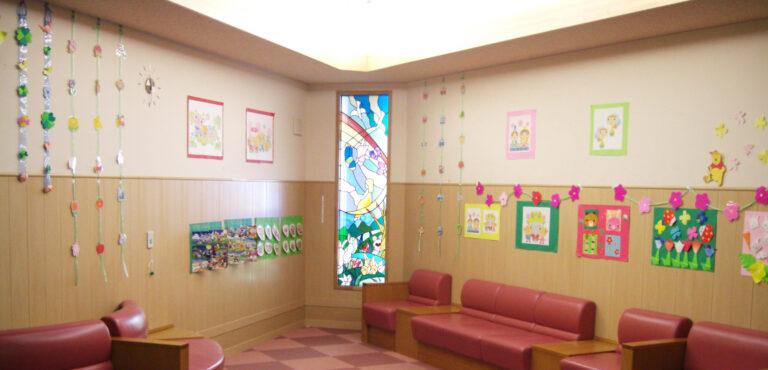 小児病棟2010春の壁面飾り「なぞなぞ花壇」